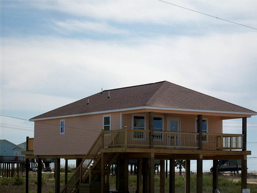 Building and selling beach homes in surfside texas for Coastal home builders texas